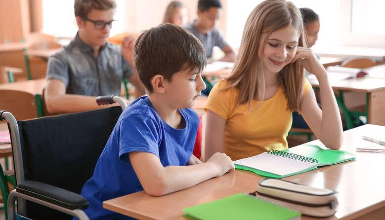 Дозвіл на навчання дітей з ООП та інвалідністю у спецшколах без проходження комісії: зміни у законодавстві