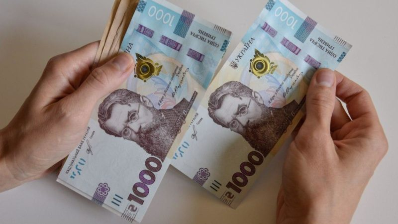 Середня зарплата в освіті у квітні склала 10 859 грн