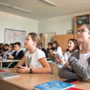 Учні 5 – 9 класів проводять у сидячому положенні 10 годин на добу: як це впливає на їх здоров'я