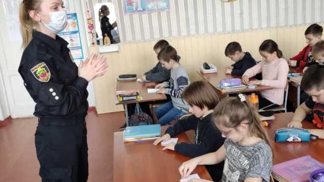 На Херсонщині підліток зриває уроки та принижує учнів: вчителі звернулися в поліцію