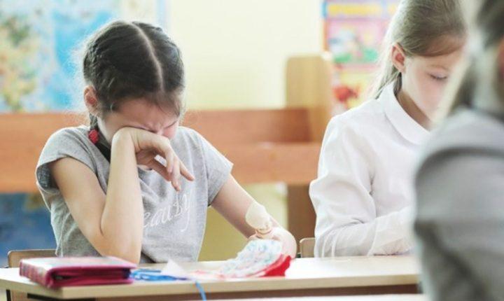 У школі вчителька не відпускала дітей в туалет, вони справили нужду прямо на уроці (відео)