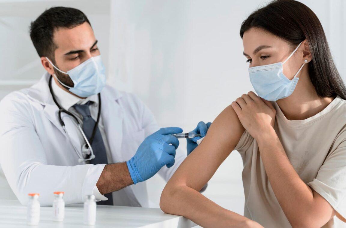 Чи має вакцинація бути умовою доступу освітян до роботи?