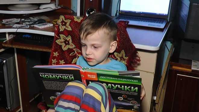 5-річний хлопчик з Прикарпаття вивчив таблицю Менделєєва, латинський та грецький алфавіти