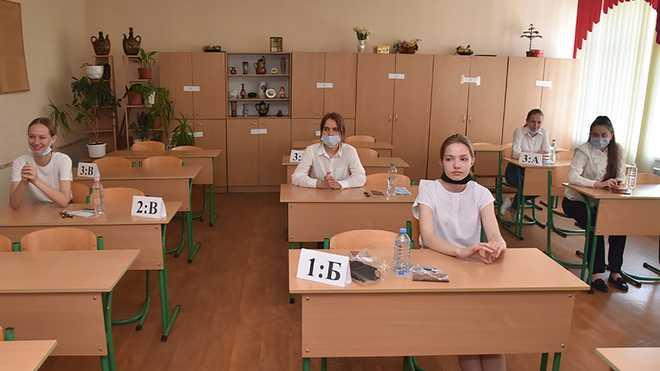 Окупанти змушують випускників на Донбасі складати російський державний іспит