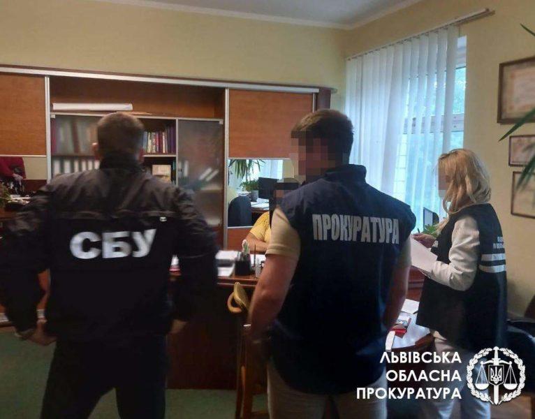 У Львівській політехніці затримали директорку підрозділу за хабар у 37  тисяч: фото | Освіта-Інфо
