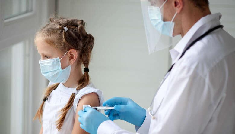 В Україні планують розпочати вакцинацію дітей від COVID-19