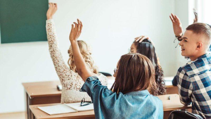 Освітній омбудсмен: що робити, якщо школи скасовують 10-11 класи?