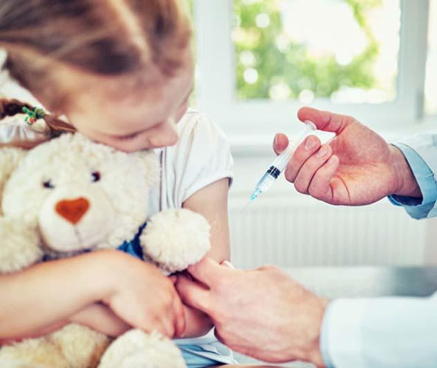 В Україні можуть дозволити щеплювати школярів від коронавірусу