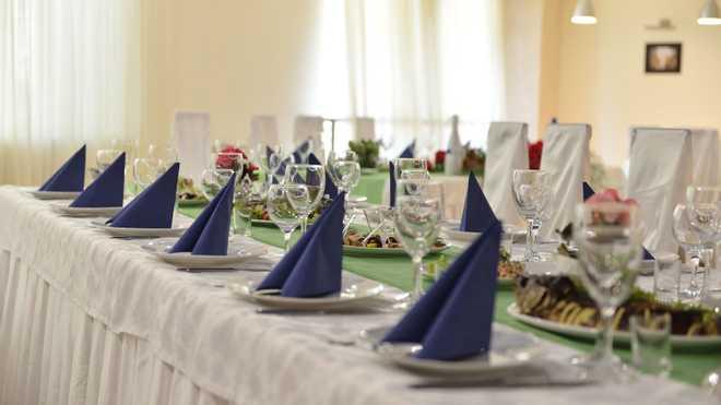 Всі їли фірмовий салат: на Вінниччині після випускного отруїлося 17 людей