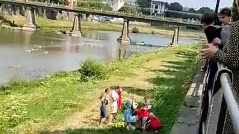 В Ужгороді 10-річний школяр впав з перил набережної: його спочатку паралізувало