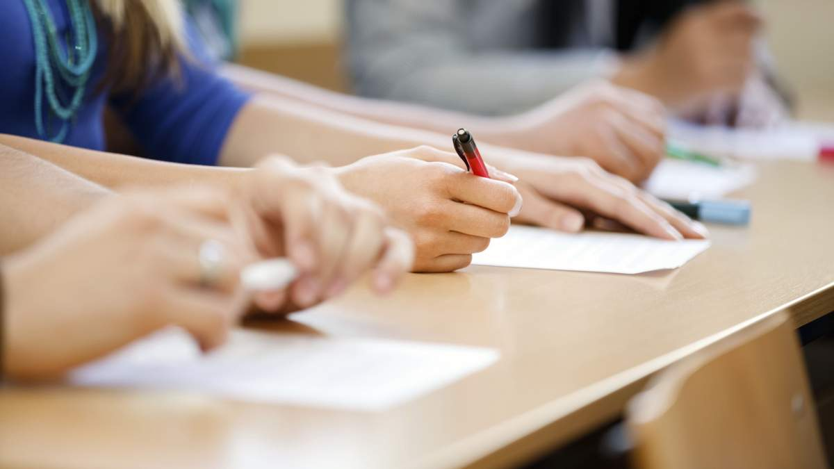 У 2022 році випускники складатимуть обов'язкове ДПА у формі ЗНО з чотирьох предметів