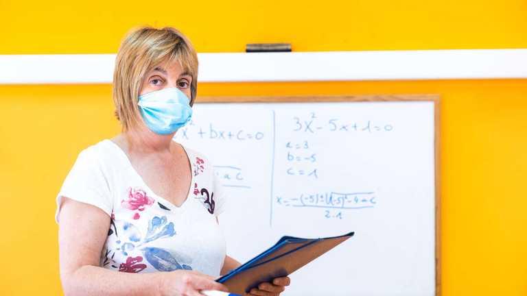 Робота шкіл під час карантину: Ляшко пояснив, чи будуть примусово вакцинувати вчителів