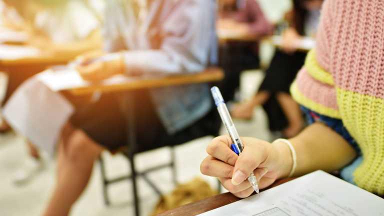 Вчителька з Одещини взяла участь у ЗНО разом з учнями: скільки балів вона набрала