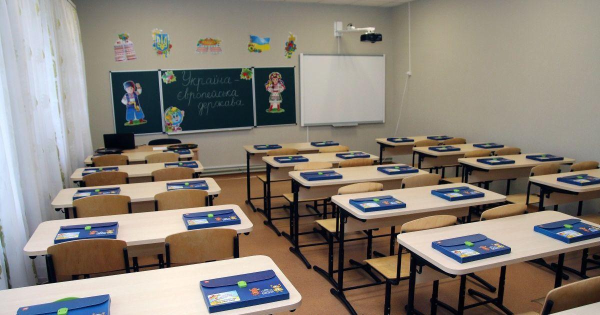 У Львівській області підприємець поставив у школи неякісні парти на майже на 1 млн грн: через суд він замінив меблі