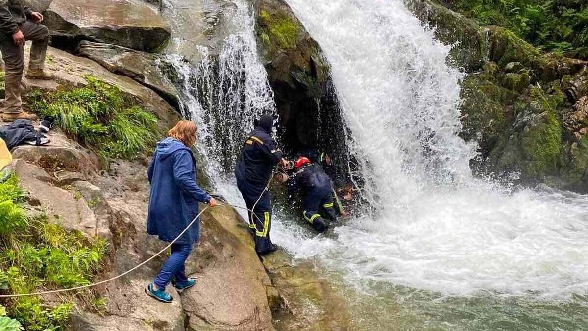 За смерть дитини на водоспаді Львівщини відповідатиме її класний керівник