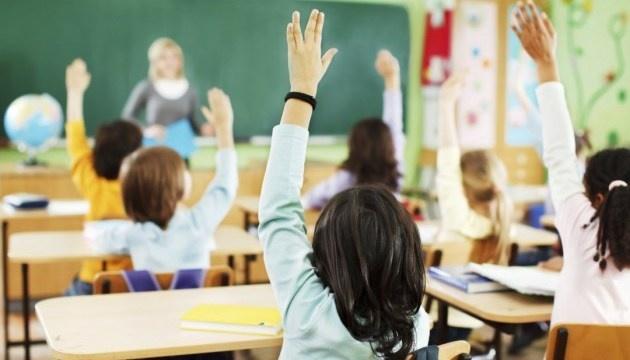 У яких зонах діятиме вимога про 80% вакцинованих вчителів для роботи шкіл