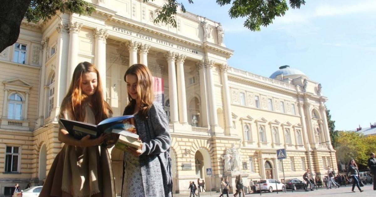 Львівських студентів планують селити в гуртожитки лише зі щепленням проти коронавірусу