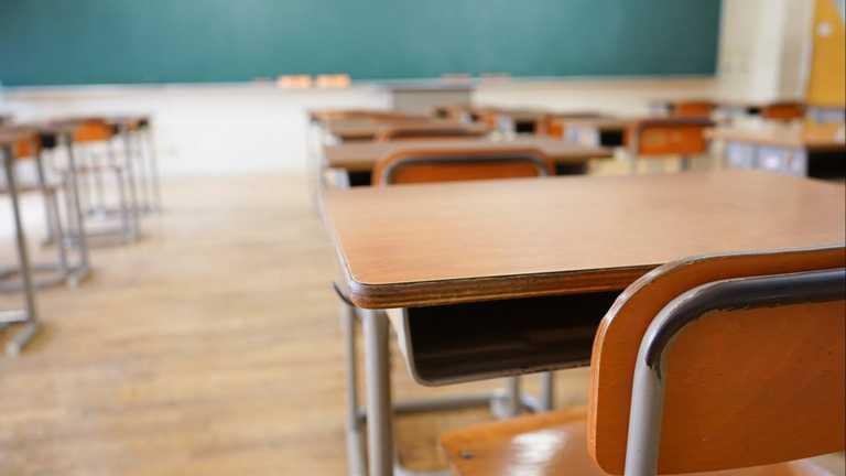 Суд покарав вчительку на Львівщині, яка погрожувала учневі ножем