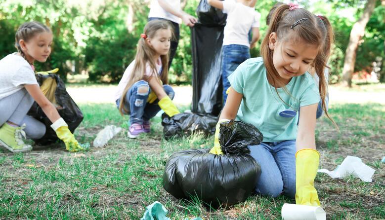 «Побачив? Прибери!»: МОН запрошує школи до участі у Всесвітньому дні прибирання