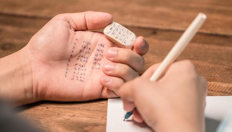 Чи є користь від написання шпаргалок?