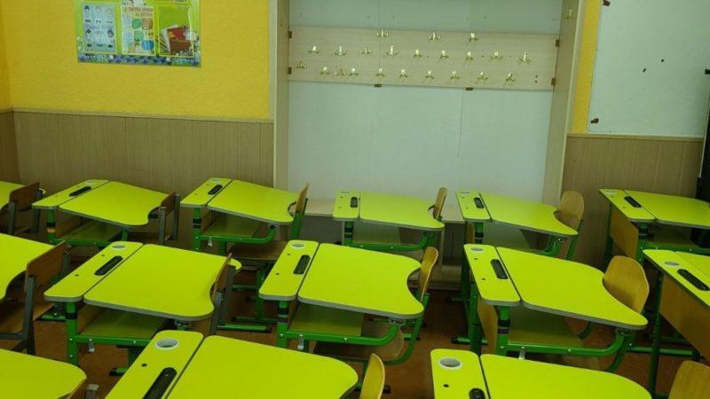"""""""Може статися трагедія на всю Україну"""": у Вінниці зекономили на вчительці і забарикадували першокласників у класі"""