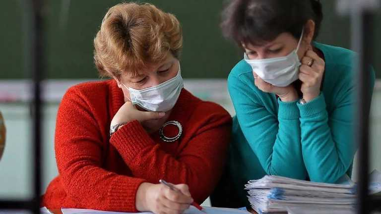 Премії не стимулюють: в Івано-Франківській області вчителі відмовляються від вакцинації