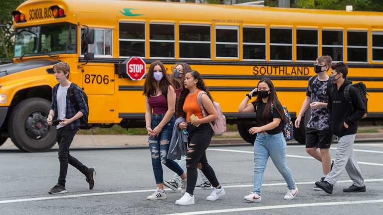 Безкоштовне приладдя, корисні звички та ланч-бокси: цікаві факти про навчання у школі Канади