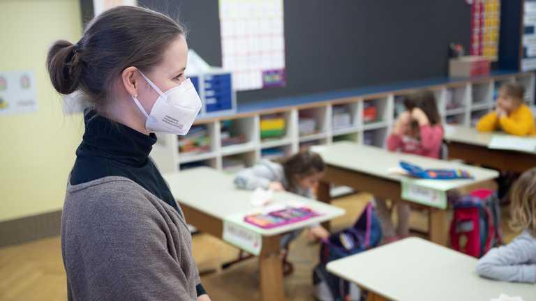 Школи не мають знати прізвищ вакцинованих вчителів, – освітній омбудсмен