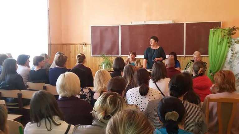 У школі на Полтавщині зацькували маму учня, яка не прийшла на батьківські збори