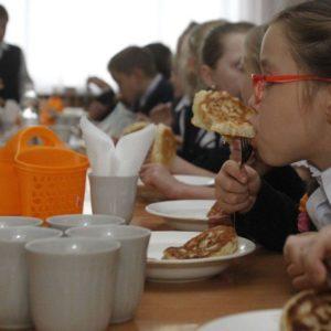 Мишачий послід, невідома продукція та відсутність гарячої води: у школах Чернівців виявили антисанітарію