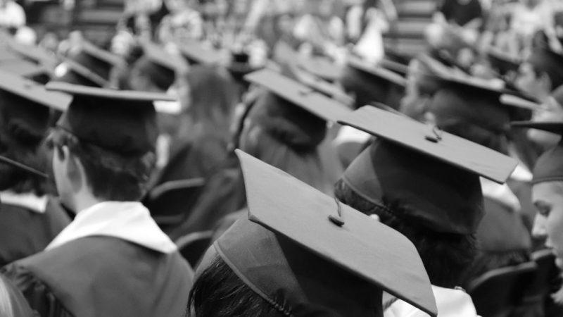 Змусили повернути стипендію та заплатити за навчання: студент-медик виплатить університету 128 тис. грн