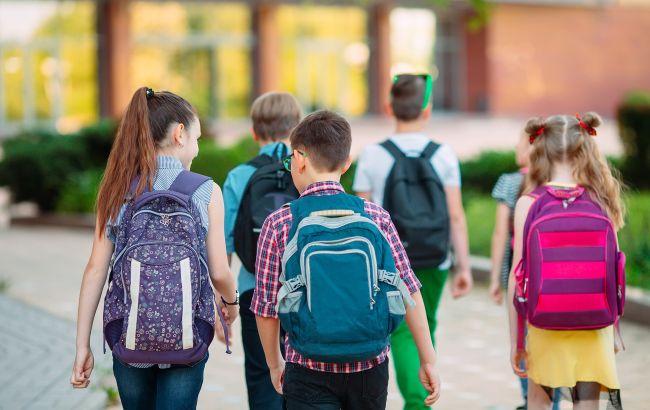 """Під Запоріжжям батько учня показав, чим годують дітей в школі: у мережі їжу називають """"баландою"""" (фото)"""