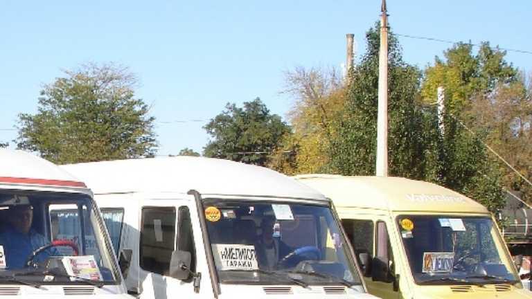 Вигнали з трьох маршруток: у Мелітополі відмовилися везти школярку, вимагаючи COVID-довідку