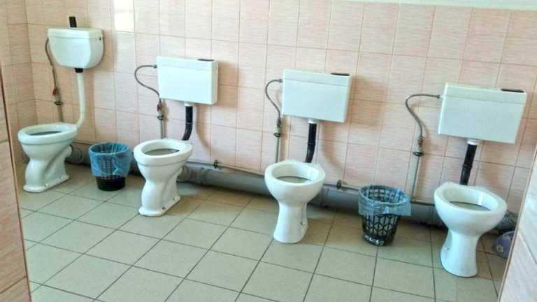 Жахливі умови у шкільних туалетах: хто винен і що робити – інструкція від омбудсмена