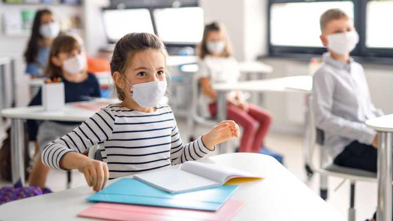 Вакцинація чи карантин: все про роботу шкіл, обмеження та обов'язкові щеплення для вчителів