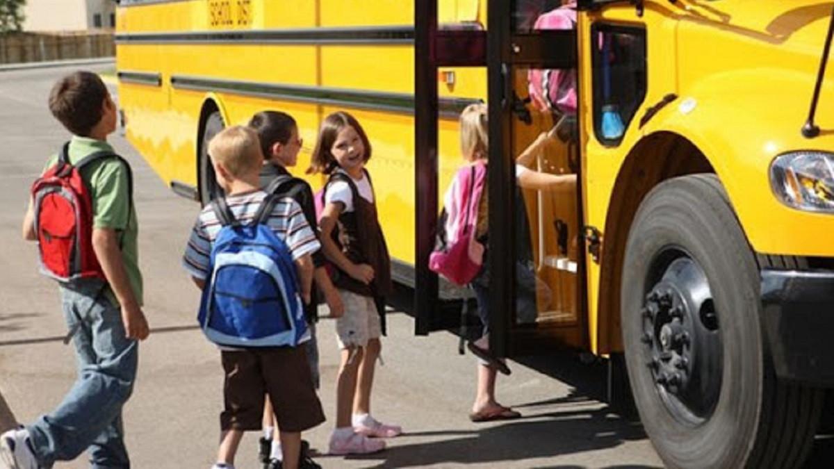 Нові обмеження щодо перевезень не стосуватимуться школярів