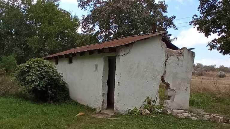 Школярів в окупованому Криму змушували ходити в туалет у вигрібну яму
