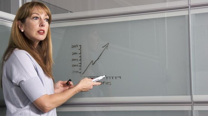 В Україні частині вчителів хочуть підняти зарплату: що пропонує Міносвіти